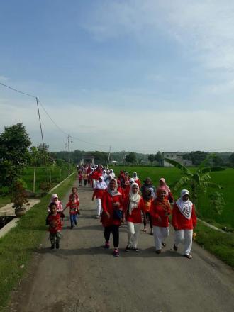 Deklarasi Dusun Siaga Parma Sentana Dusun Sungapan di Meriahkan Dengan Senam dan Jalan Sehat