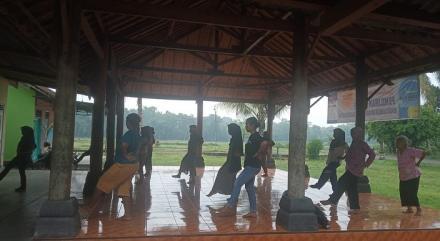 Ibu-Ibu Dusun Sungapan Gelar Senam Sehat